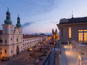 U nás je bezpečno, zní z Galerie moderního umění v Hradci Králové. Návštěvníkům nabídne všechny výstavy zdarma