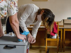 Druhé kolo senátorských voleb je u konce. Začíná sčítání hlasů