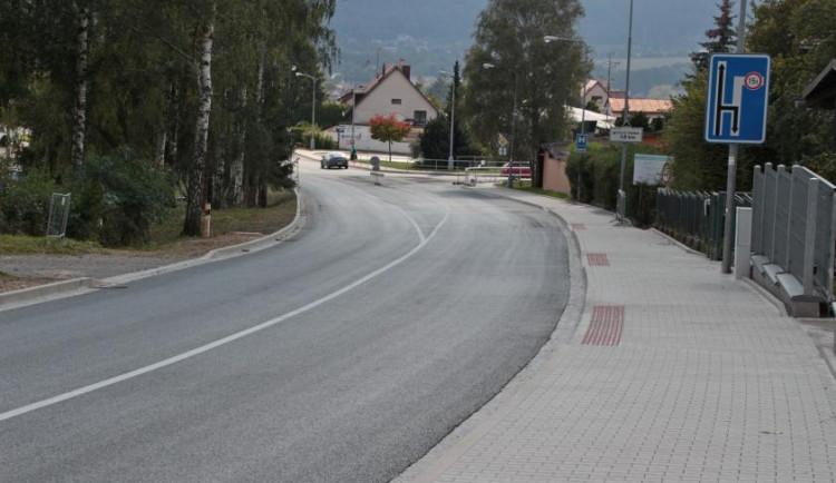 Krkonošskou ulicí ve Dvoře už řidiči projedou. Uzavírka trvala od února