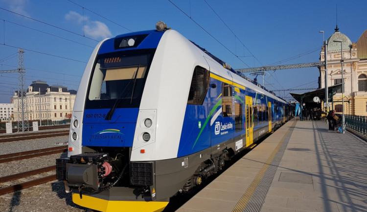 Po víkendu budou vlaky i autobusy jezdit podle prázdninového jízdního řádu