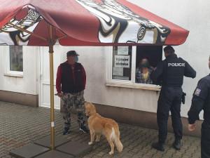 Policie provedla přes devět set kontrol, vládní nařízení lidé v kraji většinou dodržují