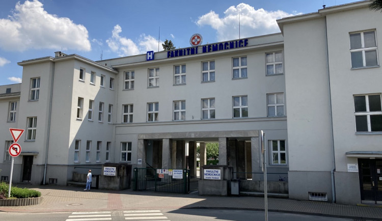 Studenti medicíny a budoucí zdravotní sestry vypomůžou v nemocnicích v Královéhradeckém kraji