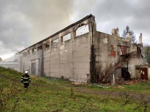 Škoda po požáru ve skladovací hale v Orlických horách je odhadnuta na šest milionů korun