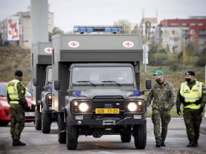 FOTO | VIDEO: Z Hradce dnes vyjede hlavní kolona vojenského konvoje s vybavením pro polní nemocnice v Letňanech