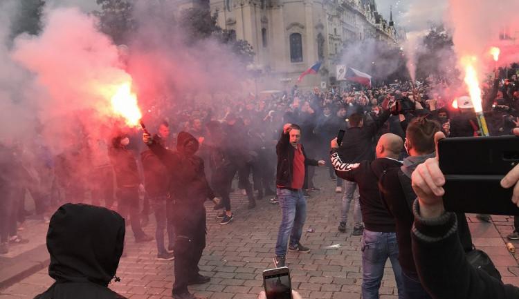 FOTO   VIDEO: Bezpečnostního opatření v Praze se zúčastnili i policisté z kraje. Po protestech je několik lidí podezřelých z trestného činu