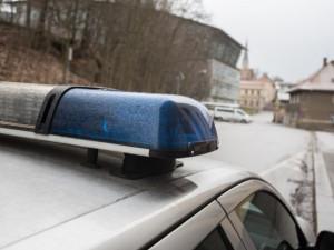 Po krádeži v obchodě zloděj zaútočil na strážníky městské policie