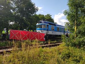 Vlak srazil u Červeného Kostelce člověka. Provoz na trati je zastaven