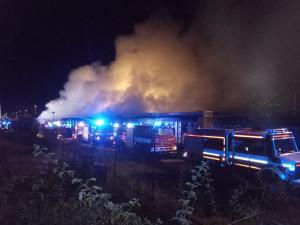 V Jaroměři hořely historické železniční vagony. Škoda přesahuje osmdesát milionů korun