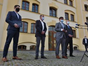 POLITICKÁ KORIDA: Toto jsou nové strany a koalice ve vedení Královéhradeckého kraje