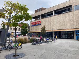 FOTO: V Hradci Králové se dnes otevřelo nové obchodní centrum. Prošlo kompletní rekonstrukcí