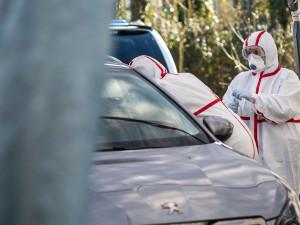 Nemocnice v Trutnově zrušila testování samoplátců. Množství testů odběrové místo nezvládalo