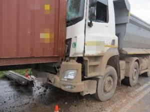 Opilý řidič nedodržel bezpečnou vzdálenost. Ťukanec do auta před ním vyšel na 370 tisíc korun