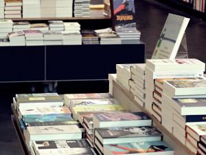Knihovny v Hradci Králové prodlužují všechny výpůjčky. Nové knihy si lze půjčit pouze online