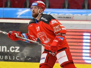 Do nominace na Karjalu se dostal hradecký hokejista Filip Hronek. V širší nominaci je Marek Mazanec