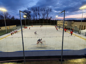 FOTO: Po necelém měsíci vyjel Mountfield opět na led. Tým má za sebou trénink v Dobříši