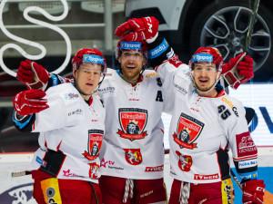 Hokejová extraliga má začít v sobotu. Už v pátek by se mohla rozehrát i fotbalová ligová soutěž