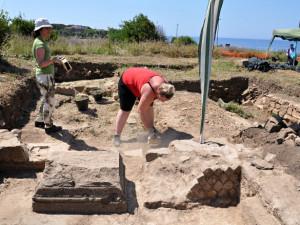 Bronzový poklad na Hradecku může odkazovat na pravěké hradiště