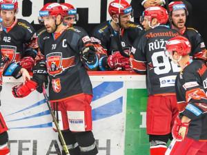 Po měsíci startuje opět hokejová extraliga a nejvyšší fotbalové soutěže. Hradečtí Votroci dnes jedou do Třince