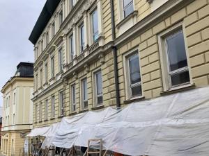 V budově ZUŠ v Trutnově se držela vlhkost a zima. Problém má vyřešit rekonstrukce