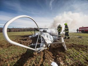 Policie odložila vyšetřování pádu vrtulníku na Náchodsku. Pravděpodobný viník při nehodě zemřel