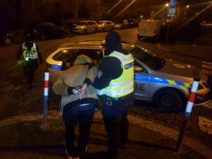 Matka tří dětí v Hradci Králové ve velkém prodávala drogy. Policie ji chytila už podruhé