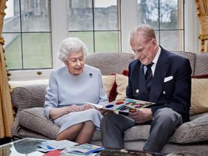 Britský královský pár slaví 73. výročí svatby