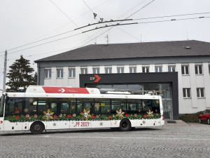 Vánoční elektrobus v Hradci Králové vyjede v sobotu. Trolejbus pak v neděli