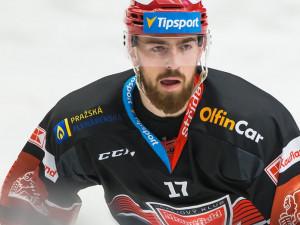 Hokejový obránce Filip Hronek bude hrát nakonec pod Bílou věží ještě měsíc