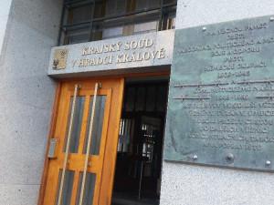 Za napadení spoluvězňů padl u hradeckého krajského soudu pětiletý trest vězení