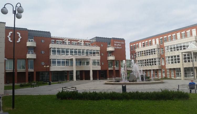 Další školy se otevřou pro studenty zítra. Univerzita Hradec Králové ale prezenční výuku pro první ročníky do konce roku nezahájí