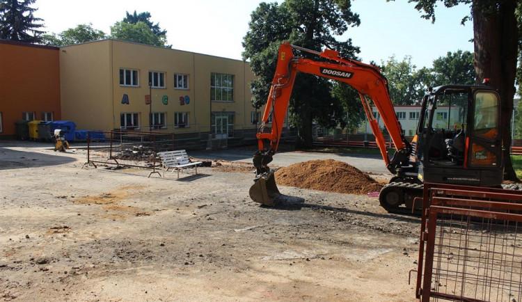 Práce na Základní škole Husova v Jičíně pokračují. Vyjdou celkem na devatenáct milionů korun