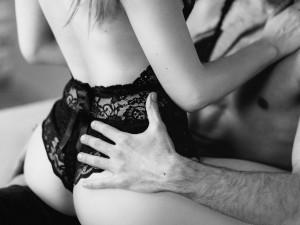 Sex a covid: v zahraničí si lidé stěžují na ztrátu chuti k milostným hrátkám, Češi s tím problém nemají. Naopak