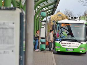 Kromě vlaků začnou jezdit od neděle jinak i autobusy. Začíná platit nový jízdní řád