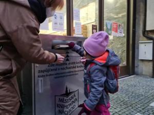 Náchodská knihovna má nový bibliobox