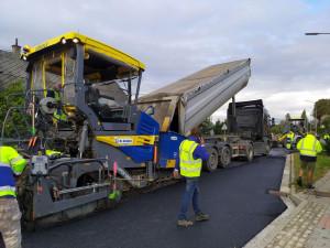 V letošním roce se v kraji podařilo opravit přes 30 kilometrů silnic prvních tříd. Za rok dostanou řidiči další kus dálnice