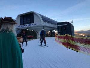 Na první lyžování dnes vyrazilo několik stovek lidí. Vše proběhlo bez vážnějších problémů