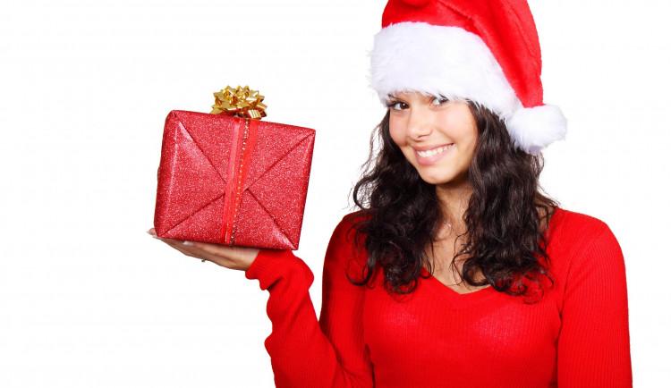 KOMENTÁŘ: Muži neumí vybrat dárek ženě a naopak?