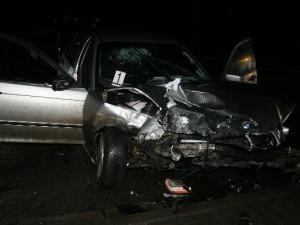 Při čelním střetu dvou osobních aut v Náchodě se zranilo sedm lidí