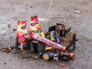 Silvestrovských požárů přibývá, hasiči varují před pyrotechnikou