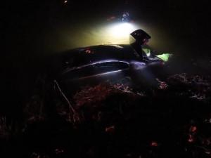 Zběsilého řidiče, který v Náchodě ujížděl před policisty, zastavila až řeka Metuje