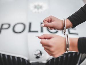 Žena odešla od hradeckého soudu s šestnáctiletým trestem vězení za pokus o vraždu dítěte