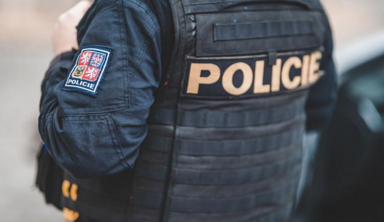 VIDEO: Muž neunesl výpověď, zasahovat muselo několik policejních hlídek