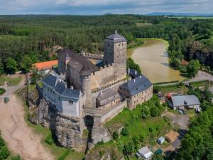 Rekonstrukce hradu Kost přepisuje historii. Archeologové našli skrytou věž ze 13. století