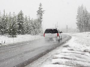 V úterý zasáhne západní polovinu ČR sněžení a silný vítr. Varování platí pro celý kraj