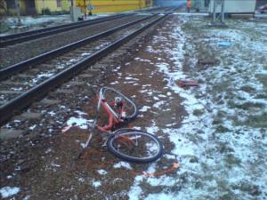 Vlak srazil v Hradci Králové cyklistu, ten střet nepřežil