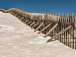 V Krkonoších platí druhý stupeň lavinového nebezpečí. Na hřebenech je téměř metr sněhu