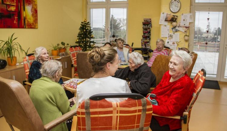 Kraj získal rekordní částku na sociální služby, 1,1 miliardy korun. Na pokrytí všech vládních slibů to ale stále nestačí