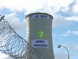 Soud odročil líčení s aktivisty, kteří navrtali plášť chladící věže chvaletické elektrárny