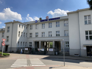 Fakultní nemocnice Hradec Králové začala podávat druhé dávky vakcín