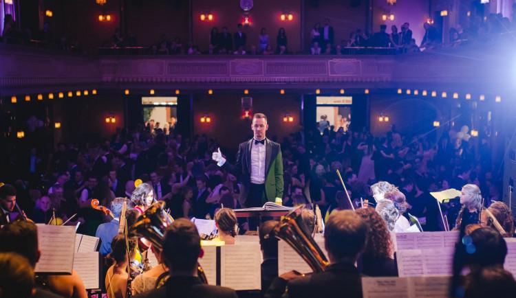 Z obecních rozhlasů po celé zemi v sobotu zazní živě Police Symphony Orchestra
